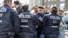 Крайнолеви спряха шествие на неонацисти в Берлин