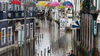 Силна буря и ветрове до 120 км в час в Португалия