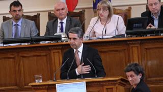 Дайте право на народа сам да избира как да гласува, убеждава Плевнелиев депутатите