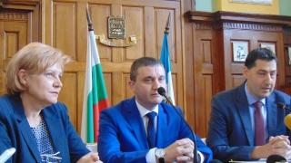 Горанов командирова за уикендите данъчни шефове по морето