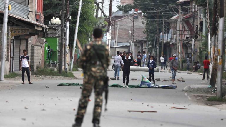 Индийските власти възстановиха ограниченията за придвижване в Шринагар, главния град