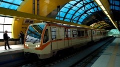 Пускат допълнителни влакове в метрото, за да не се струпват хора