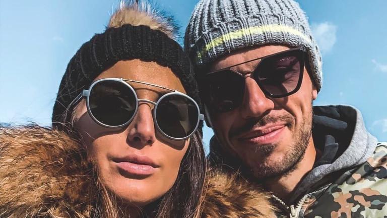 Какви шеги отнася бременната Александра Петканова от съпруга си