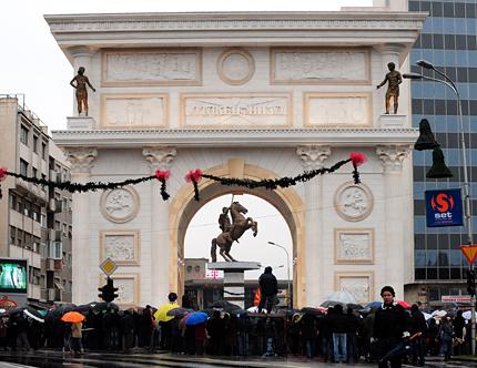 В Скопие им хареса Турция първа да е признала независимостта на Македония