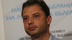 Делян Добрев още не е подал оставка