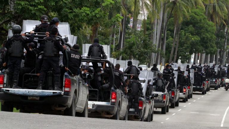 Цялата общинска полиция в крайбрежния мексикански курорт Акапулко, Мексико е