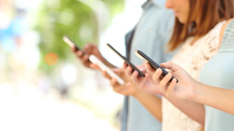 Колко често сменят смартфоните си хората по света