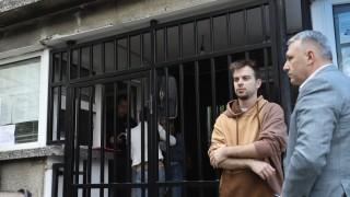 Бийтбоксърът Александър Деянов чака да бъде приет в ареста