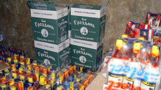 Разбиха незаконни цех и склад за алкохол в Благоевградско