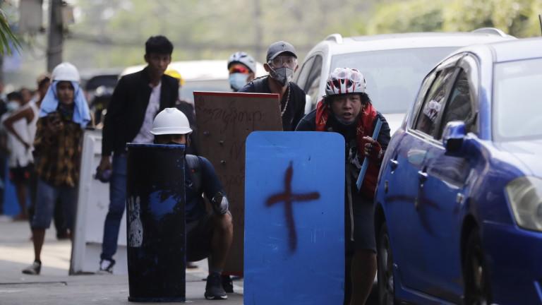 Най-малко седем души са убити при най-кръвопролитния ден от началото