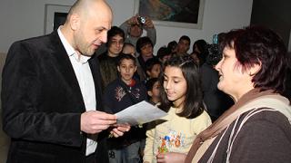 Европари извеждат децата от социалните институции