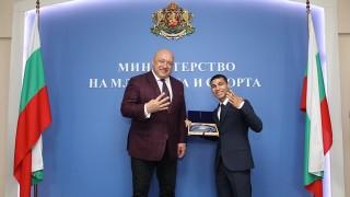 Министър Кралев: Даниел Асенов е едно от лицата на нашия спорт и бъдещето на българския бокс