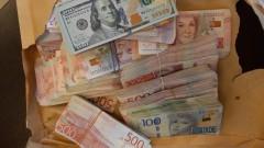 Хванаха шведски бус с недекларирана валута за близо 140 000 лв.