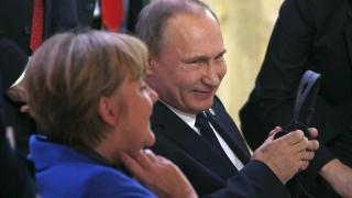 Путин, Меркел и Оланд обсъдиха политическо решение за украинската криза