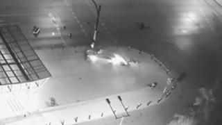 """Джигит се заби в светофар на метростанция """"Жолио Кюри"""""""