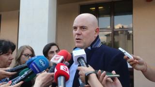 "Група полицаи рекетирали собственици на заведения в ""Лозенец"""