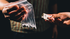 Заловиха дилър в момент на разпространение на дрога във Варна