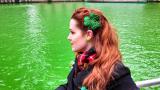 Боядисаха река в зелен цвят