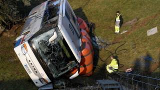 Две деца загинаха при тежка катастрофа с училищен автобус в Германия