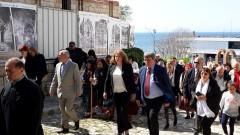 Потомците на тракийските бежанци да виждат президентството като съюзник, иска Йотова