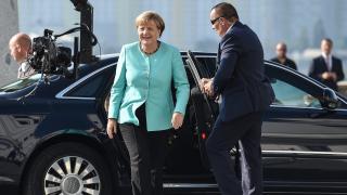 Меркел призова Русия да спре бруталното насилие в Алепо