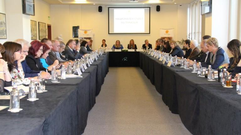 Обсъждат повишаване на минималната застраховка за туроператори