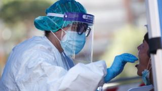 Заразените и починалите от новия коронавирус бележат спад на повечето места по света