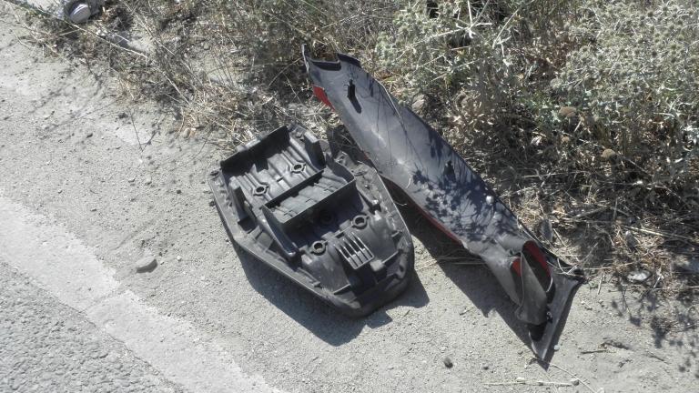 Непълнолетни с автомобил и мотор се сблъскаха на кръстовище