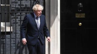 Британия отлага края на COVID ограниченията