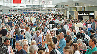 Обезщетяват пътниците на закъснели полети