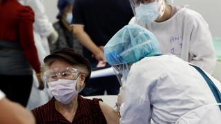 Двама починали след ваксинация в Япония