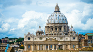 Неапол прати на Ватикана случаите на 40 хомосексуални свещеници