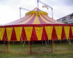 Силен вятър разкъса шапитото на цирк в Сливен