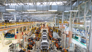 Производството на автомобили във Великобритания се срина минимума си от 1984 година