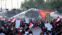 Полиция стреля срещу протестиращи в Багдад, използва сълзотворен газ и водни оръдия