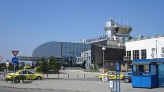 С 350 хил. лв. ремонтират падналата козирка на Летище София