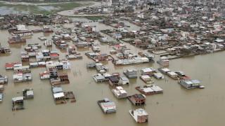Наводнения принудиха Иран да евакуира градове и села