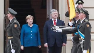 Германия ще подкрепи удължаване на санкциите срещу Москва, обяви Меркел в Киев
