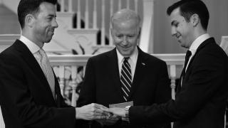 Вицепрезидентът на САЩ за първи път бракосъчета гей двойка