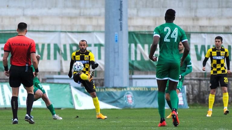 Двама футболисти на Ботев (Пловдив) са с COVID-19