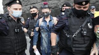В Русия сплашват критици на Кремъл, обискират домовете им