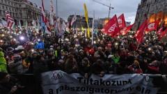 """В Унгария хиляди пак протестират срещу Орбан и """"робския труд"""""""