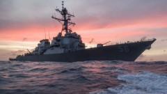 Издирват десет американски моряци до Сингапур