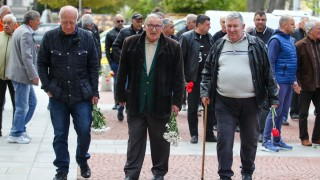 Десетки легенди на Левски и ЦСКА изпратиха Сашо Костов