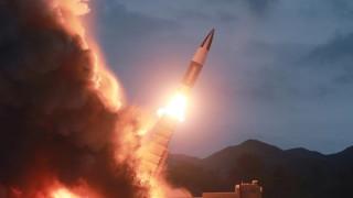 """Северна Корея изстреля две """"неидентифицирани"""" ракети"""