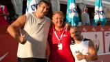 Йовчев пак вее флага, този път специално за волейболистите