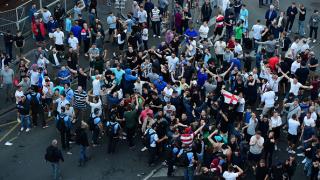 Френската полиция арестува 36 английски запалянковци в Лил