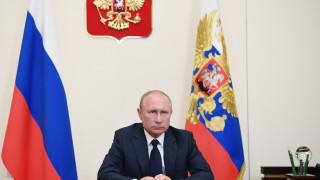 Историк: Като изкривява историята, Путин опитва да решава политически проблеми