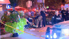 Двама убити и 12 ранени при стрелба в Торонто