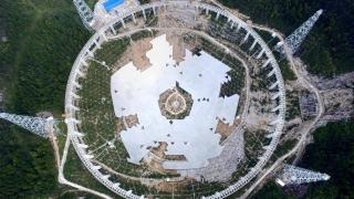 Китай разселва хиляди хора заради гигантски телескоп, търсещ извънземни